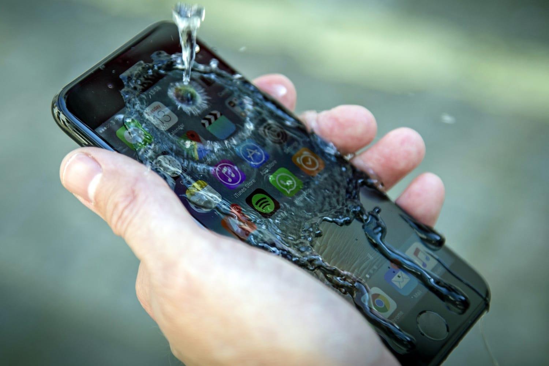 Ремонт смартфона после попадания влаги